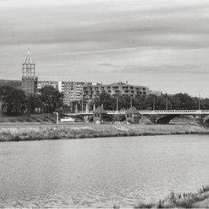 Szkielet kościoła nad mostem