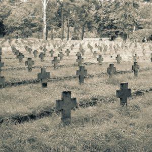 Stary cmentarz jeniecki w Łambinowicach II