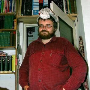 Andrzej Pilipiuk i muz, który wlazł mu na głowę