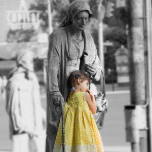 Dziewczynka i Kamienna Kobieta