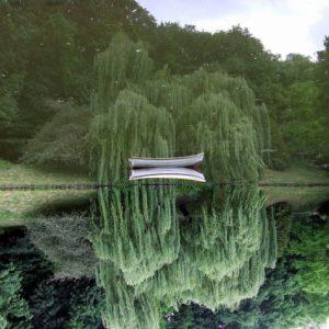 Łódka w ogrodzie