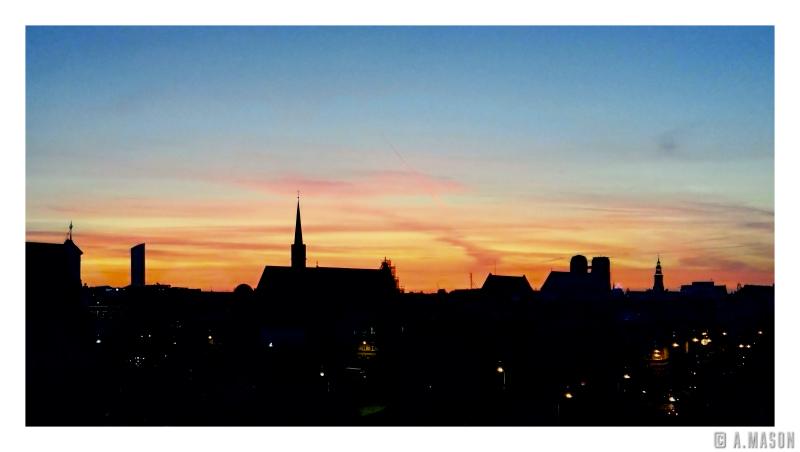 Zachód słońca, kiedy siedzi się nazajęciach