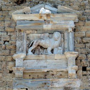 Lew i stara szafa w Heraklionie