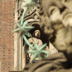 Rzeźby przy Katedrze