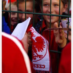 Polska-Słowenia U-18 (44) – oczekiwanie na autograf